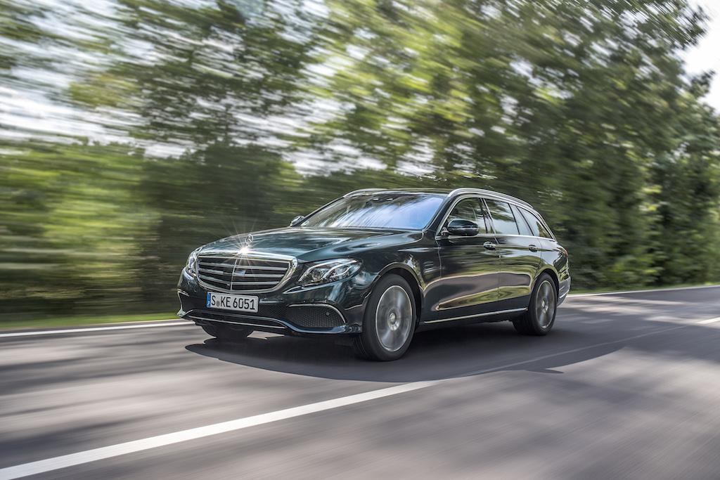 Mercedes-Benz E-Klasse T Modell, Press Test Drive Hamburg 2016, E 250 T-Modell, kallaitgrün, Leder Nappa macchiatobeige/espressobraun, AIR BODY CONTROL, EXCLUSIVE, Kraftstoffverbrauch kombiniert:  6,2 l/100 km, CO2-Emissionen kombiniert: 138 g/km, E 250 Estate, kallaite green, Nappa leather macchiato beige/espresso brown, AIR BODY CONTROL, EXCLUSIVE, fuel consumption combined:   6.2 l/100 km, CO2 emissions, combined:  138 g/km